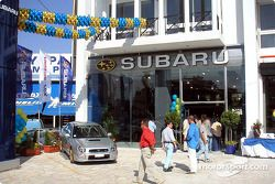 Tommi Makinen en la apertura de una nueva agencia Subaru en Atenas