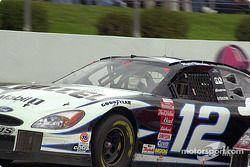 El ganador de la pole, Ryan Newman se vino abajo y no fue factor en la carrera