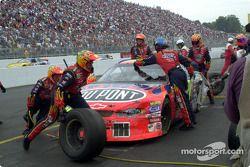 Jeff Gordon gets a new set of tires