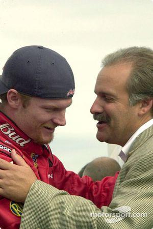 Dale Earnhardt Jr. con el Presidente del Martinsville Speedway