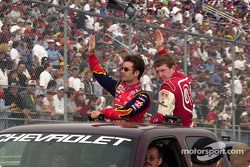 Jeff Gordon y Bill Elliott, vuelta de desfile