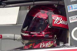 Dale Earnhardt Jr. con casco