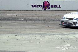 El hule comienza a acumularse en la pista gracias al desgaste luego de un cuarto de carrera