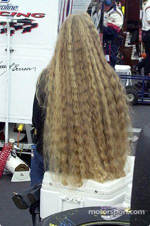 Se peinará un poco de hule del cabello durante días