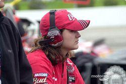 La miembro de equipo de, Dale Earnhardt Jr., Brienne Davis