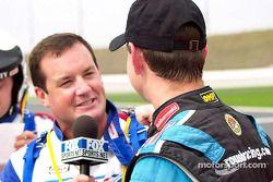 La promoción familiar de Coca-Cola Racing: Kurt Busch es entrevistado