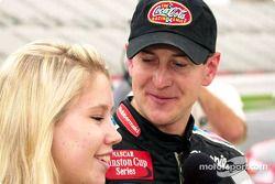 La promoción familiar de Coca-Cola Racing: Kurt Busch y su novia