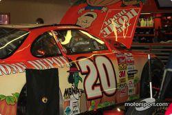 Pintura de Halloween en el auto de Tony Stewart
