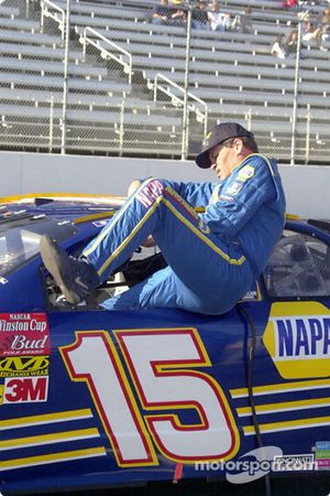 Michael Waltrip escurriéndose