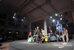 Fiesta de medios Spoon/Mild Seven RenaultF1: Jarno Trulli, Jenson Button y Fernando Alonso