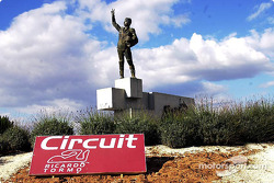 Statue von Ricardo Tormo am Circuit Ricardo Tormo in Valencia