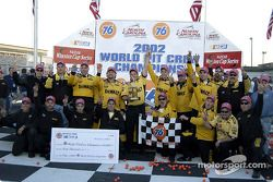 El equipo Roush Racing celebra el ganar la edición 76 del Campeonato Mundial de Equipos de Pits