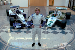 Nico Rosberg con el Williams FW24 2002 y el Williams FW08 que manejó su padre Keke durante el Campeo