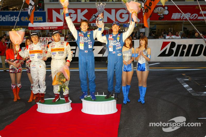 2002 JGTC Championship (R)GT500 champion Jyuichi Wakisaka/Akira Iida,(L)GT300 champion Morio Nitta,Shinichi Takagi