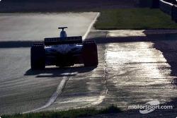Jarno Trulli tests the hybrid Renault R202
