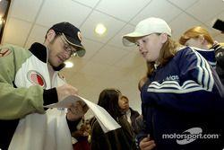 Sesión de autógrafos para Jacques Villeneuve