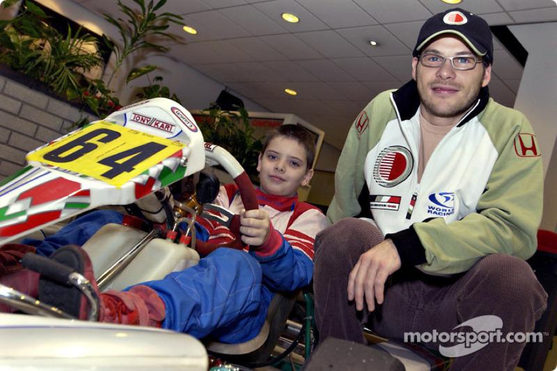 Jacques Villeneuve ve young kart racer