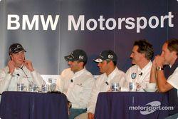Los pilotos de BMW, Ralf Schumacher, Juan Pablo Montoya, el piloto de pruebas, Marc Gene y Gerhard B