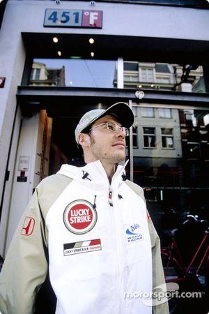 Jacques Villeneuve visita la tienda 451F