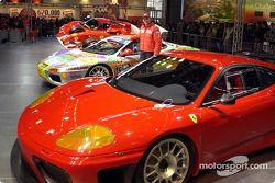 Luciano Burti en el stand de Ferrari
