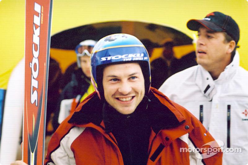 Jacques Villeneuve se prepara para tomar las pistas de ski
