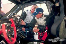Volkswagen Tarek test drive, November 2002: Jutta Kleinschmidt and Fabrizia Pons