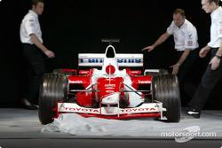 Presentación del nuevo Toyota Racing TF103 2003