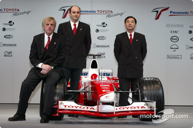 Chief engineer Gustav Brunner, project leader Formula 1 engine Luca Marmorini and technical coordinator Keizo Takahashi