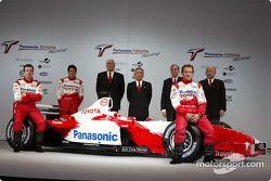 Olivier Panis, Cristiano da Matta y el piloto de pruebas, Ricardo Zonta con Ove Andersson, Tsutomu T