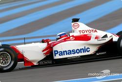 El Toyota TF103 en acción: Olivier Panis