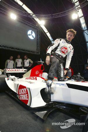 Jenson Button gets out, yeni BAR Honda 005