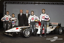Anthony Davidson, Takuma Sato, David Richards, Geoffrey Willis, Jenson Button y Jacques Villeneuve