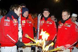 Procesión de antorchas: Luca Badoer, Rubens Barrichello, Michael Schumacher y Luciano Burti