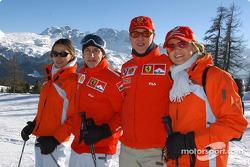Luca Badoer y Michael Schumacher con amigos