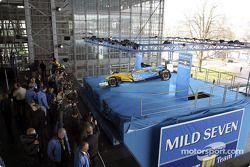 El nuevo Renault F1 R23 en el escenario
