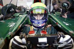 Mark Webber durante la prueba de presentación del nuevo Jaguar R4 en el Campo de Pruebas de Ford en