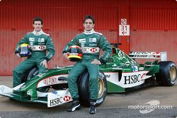 Mark Webber ve Antonio Pizzonia pose ve yeni Jaguar R4