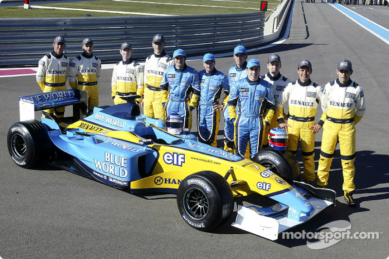 Jarno Trulli, Fernando Alonso, Allan McNish, Franck Montagny ve young Renault pilotu s ve yeni Renau