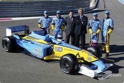 Jarno Trulli, Fernando Alonso, Allan McNish, Franck Montagny, Flavio Briatore y Patrick Faure con el