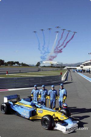 Jarno Trulli, Fernando Alonso, Allan McNish, Franck Montagny y un sobrevuelo de la fuerza aérea fran