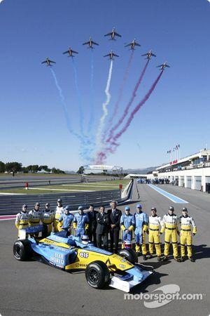 Jarno Trulli, Fernando Alonso, Allan McNish, Franck Montagny, Flavio Briatore, Patrick Faure y un so