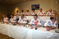 Presentación de Citroën Sport: Carlos Sainz, Sébastien Loeb y Colin McRae con el equipo