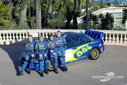 Petter Solberg, Phil Mills, Tommi Makinen y Kaj Lindstrom con el Subaru WRC 2003