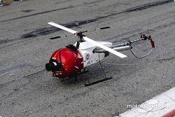 El helicóptero miniatura con la cámara
