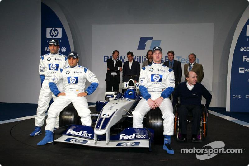 El piloto de pruebaas, Marc Gene, Ralf Schumacher, Juan Pablo Montoya, Frank Williams y el nuevo BMW Williams F1 FW25