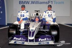 Juan Pablo Montoya, Ralf Schumacher y Marc Gene con el nuevo BMW Williams F1 FW25