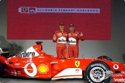 Michael Schumacher ve Rubens Barrichello ve yeni Ferrari F2003-GA