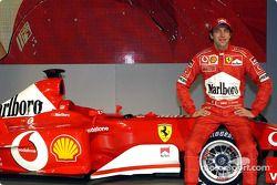 Luca Badoer ve yeni Ferrari F2003-GA