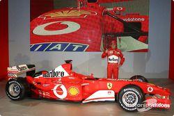 Felipe Massa ve yeni Ferrari F2003-GA