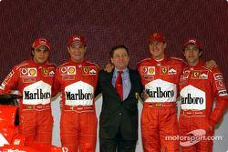 Felipe Massa, Rubens Barrichello, Jean Todt, Michael Schumacher ve Luca Badoer ve yeni Ferrari F2003